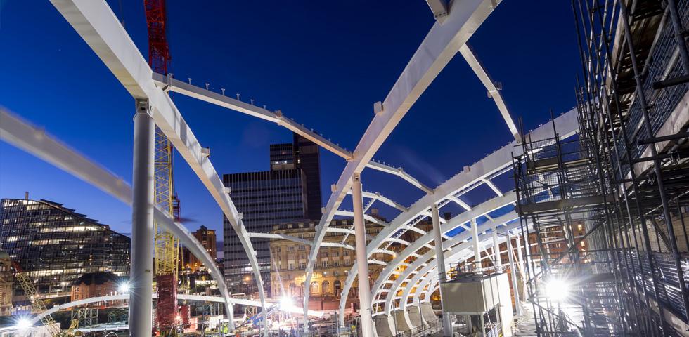 Barnshaws bietet an gebogene Profile für den Bau des Victoria Hauptbahnhofs in Manchester second image